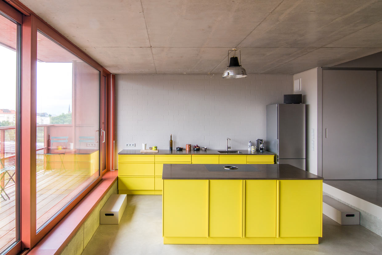 eine k che in sonnigem gelb jan kulke fotografie. Black Bedroom Furniture Sets. Home Design Ideas